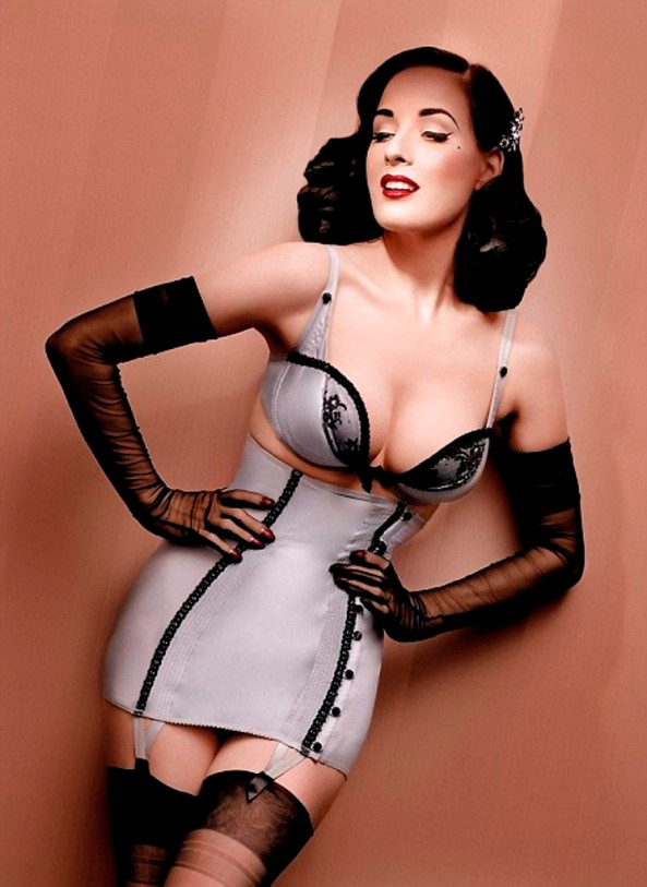 dita-von-teese-new-wonderbra-design-4