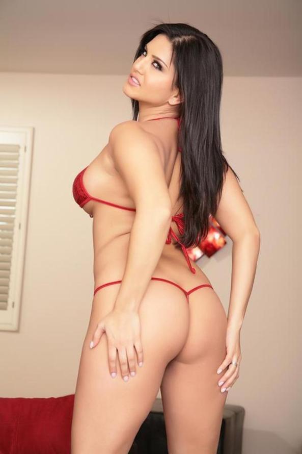 Sunny Leone strips Off Her Sequin Bikini04