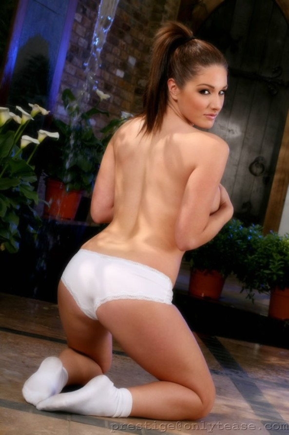 lucy pinder14