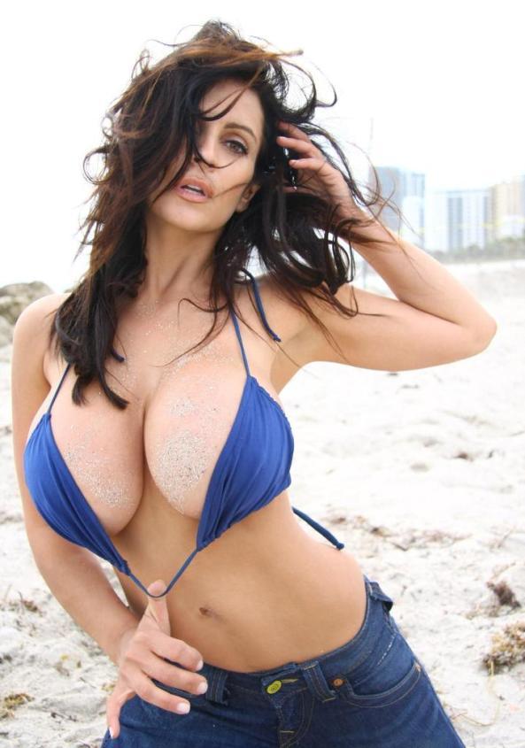 Denise Milani33