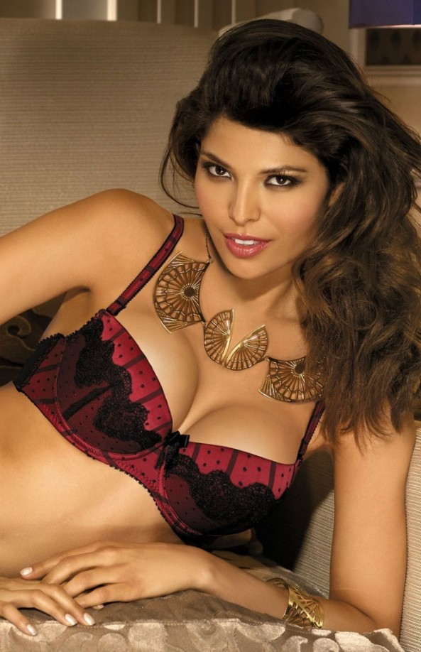 Analu-Campos-gorteks-lingerie-36-661x1024