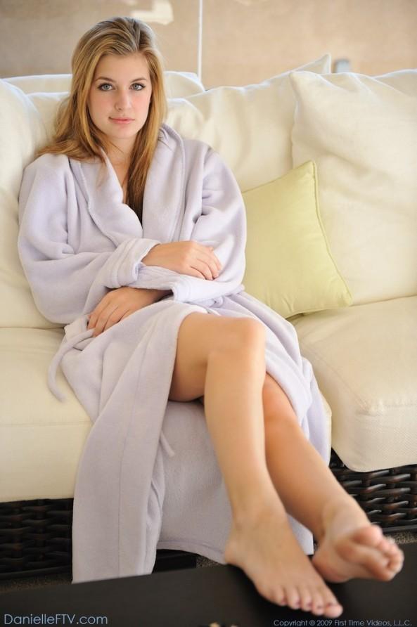 00 Danielle in robe