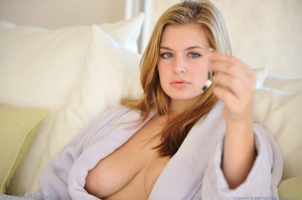 08 Danielle in robe